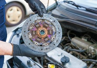 Fitting a new clutch to a car that has come in for repairs